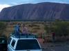 Samen de zonsondergang kijken vanaf de auto bij Uluru