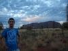 Sebastiaan bij zonsopgang Uluru