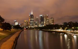 Skyline Melbourne vanaf Yarra river